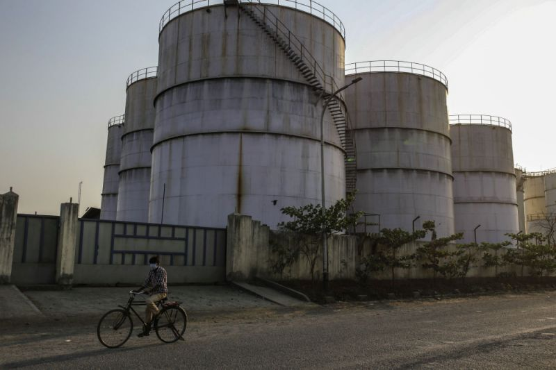 India Stores Cheap Oil at Sea as Onshore Tanks Are Now 100% Full